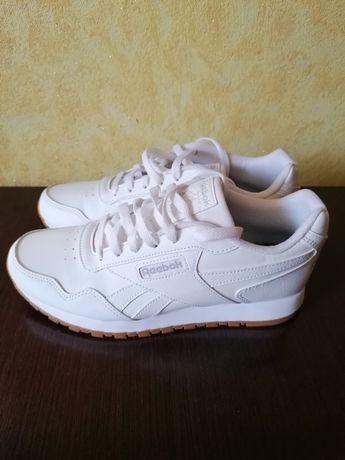 Продам білі кросівки