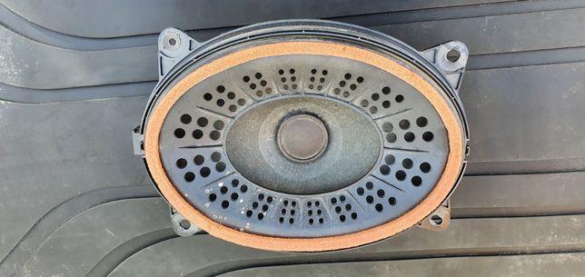 Toyota Prius Plus - oryginalny głośnik JBL
