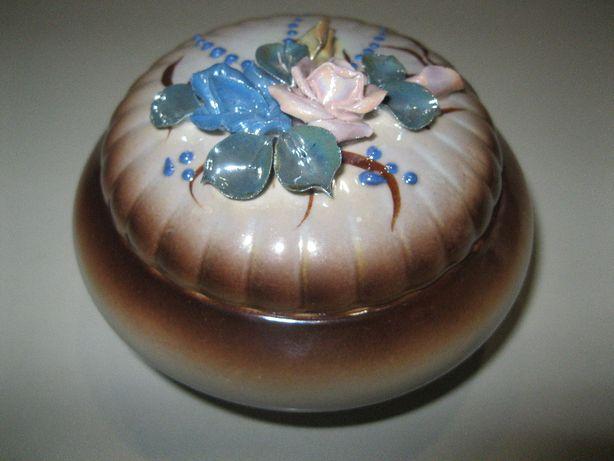 50грн. Керамическая шкатулка, d-12см, лепка (фарфор, сувенир, подарок)
