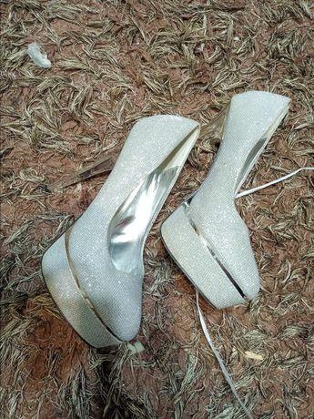Туфли 40 размер .