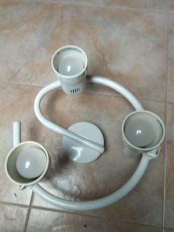 Candeeiro tecto branco com 3 lâmpadas Led incluídas