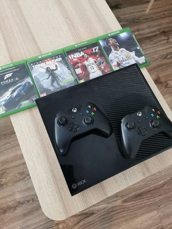 XBox one + 2 pady + 4 gry