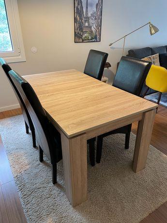 Mesa extensível e cadeiras
