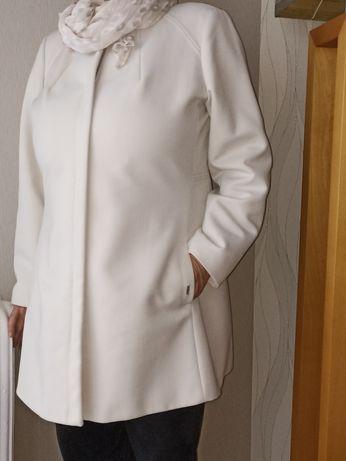 Płaszcz ecru elegancki