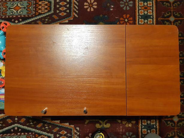 Столик для ноутбука деревянный