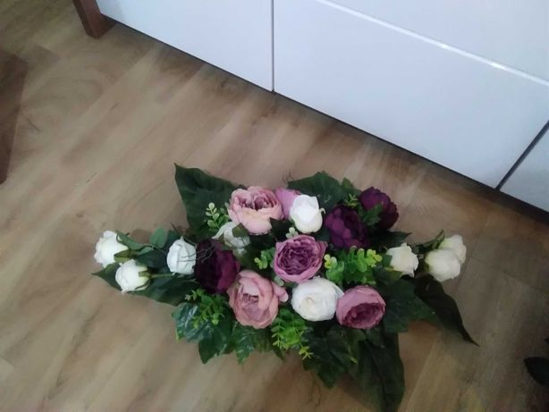 Stroik na desce na grób na desce, kwiaty na cmentarz, super cena