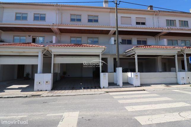 Moradia em Banda com 279 m2 de área localizado perto da universidade!