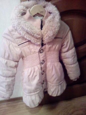 Пальто на девочку, красивого нежно розового цвета, хорошее состояние