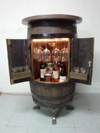 Mini bar feito em pipa de carvalho