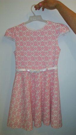 Piekna sukienka r.140