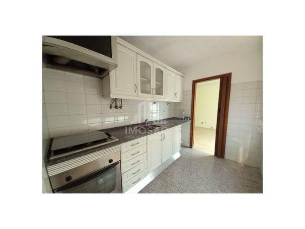 Apartamento T2 com excelentes áreas, na Buraca, Amadora