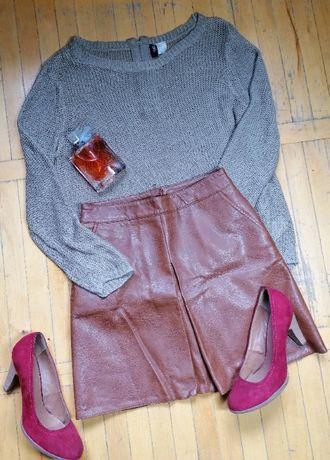 Юбка Ostin под кожу. Свитер H&M. Туфли кожаные, замшевые Graceland.