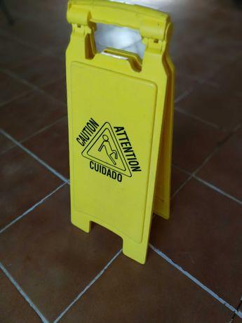 Placa sinaletica (identificação para piso molhado)