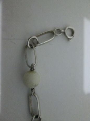Pulseira de Prata com bolas brancas e argolas