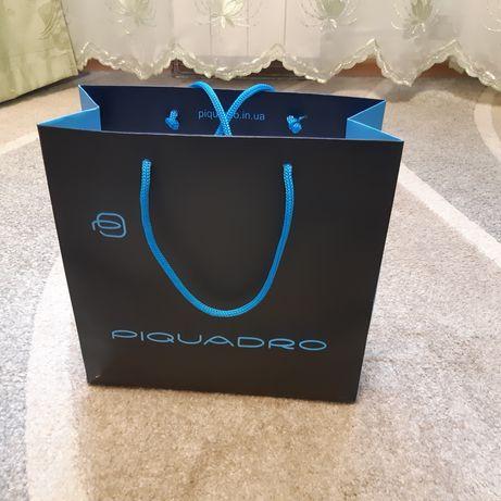 Пакет Piquadro, Пиквадро