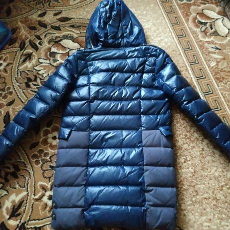 продам куртку на подростка девочку 13-15 лет