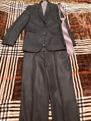 мужской костюм с галстуком
