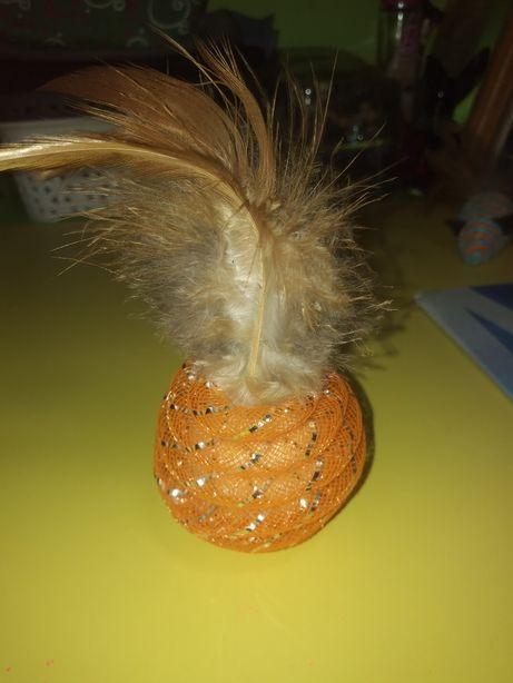 Zabawka dla kotka z dzwoneczkiem i piórkami
