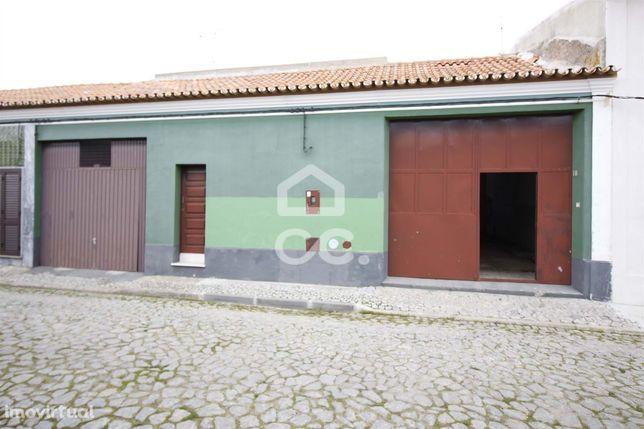 Armazém Industrial com 293 m2 | Montoito (Redondo)