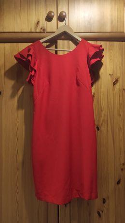 Czerwona krótka sukienka z falbanką na rękawach