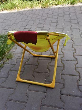 Dla dziecka fotelik - nieskladany.