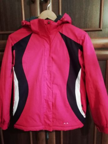 Класна куртка на 11-12 років