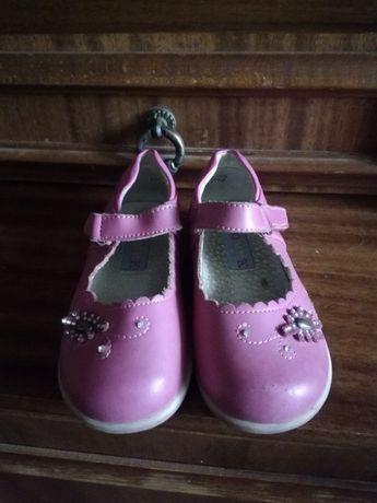 Продам обувь на девочку размер и цены уточняйте,разные.