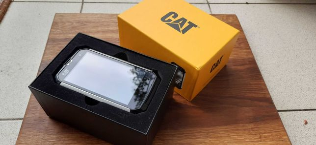 Защищенный (ударо-пыле-влаго) смартфон Caterpillar CAT B15