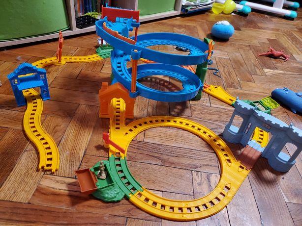 Пластмассовая железная дорога Томас и его друзья