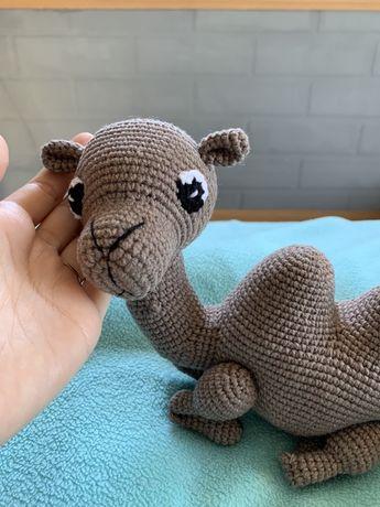 Вязаная игрушка амигуруми верблюжонок верблюд ручная работа