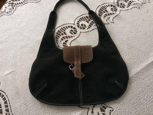 Torebka kształt trapezowy czarna zamsz naturalny brazowe zapięcie
