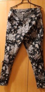 spodnie dżinsowe w kwiaty