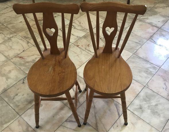 02 Cadeiras Rabo de bacalhau