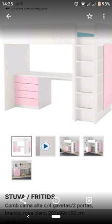 Cama de menina  de corpo e meio branco e rosa