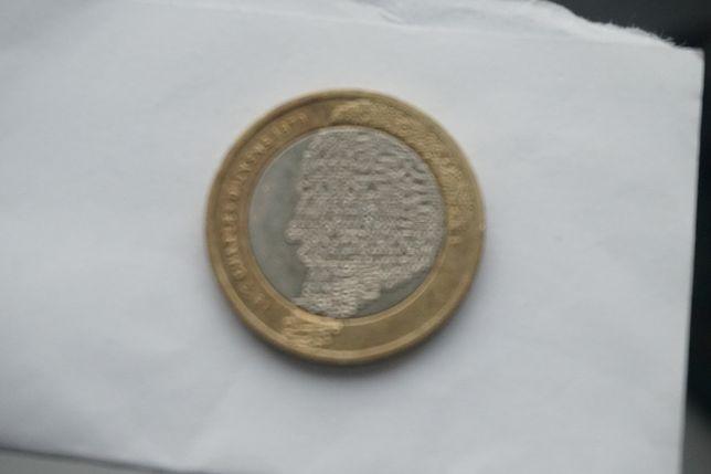 Charles Dickens moneta dwufuntowa z 2012 roku