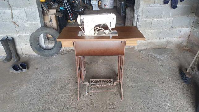 """Máquina de costura """"OLIVA"""" usada"""
