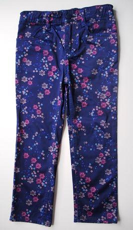 Wygodne, błyszczące spodnie w kwiaty – rozm. 104 (3-4 lata)