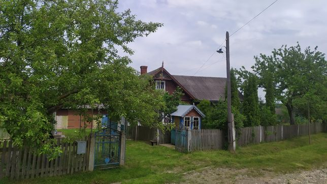Будинок з господарством