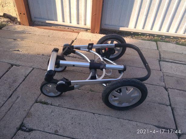 Продам коляску quinny