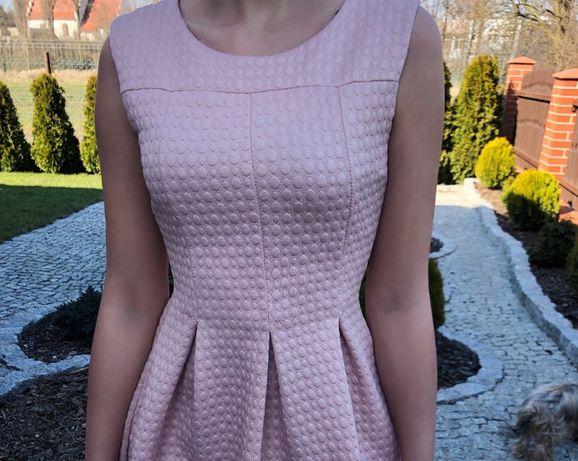 Sukienka w kolorze pudrowego różu z zakładkami (rozmiar 34/36 - XS/S)