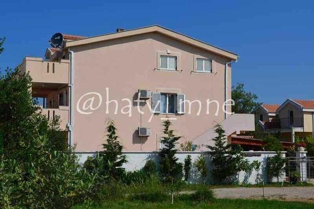 Черногория, Дом с пятью апартаментами и бассейном в Кримовице, Котор