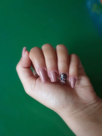 Manicure/Pedicure ou acrílico/gelinho