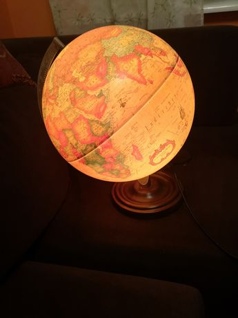 Duża lampka stołowa globus