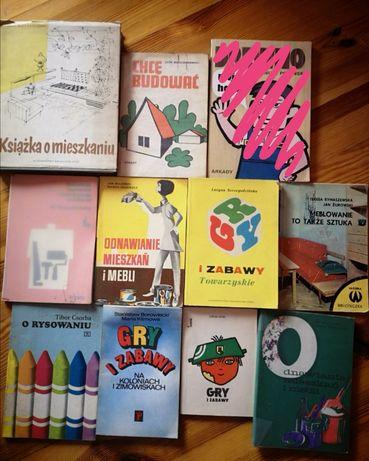 Stare książki mieszkanie rysowanie hobby gry i zabawy