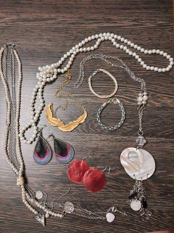 Komplet biżuterii, łańcuszki, kolczyki, bransoletki