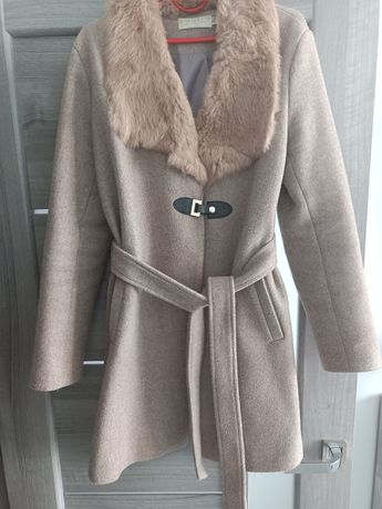 Продам пальто з натуральним хутром
