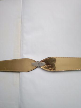 Пояс золотистий  на заклепках
