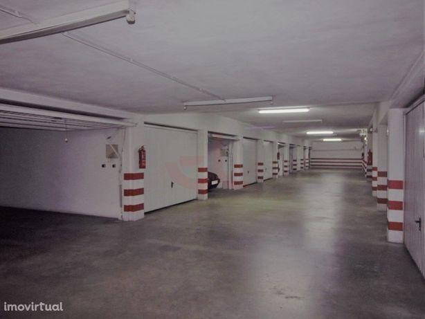 Garagem com Arrumos Centro Cidade