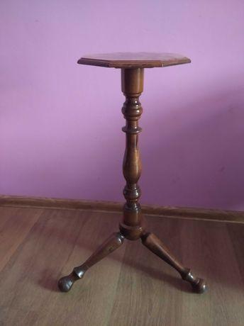 Mały drewniany stolik
