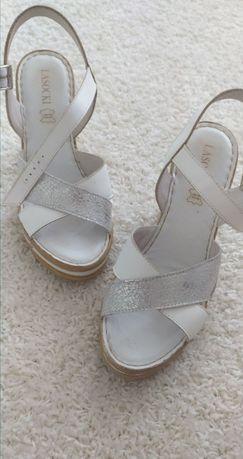 Sandałki lasocki 39
